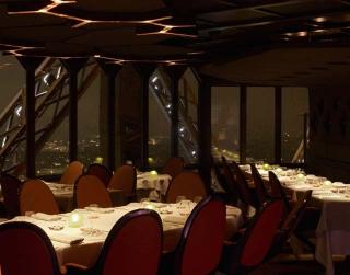 restaurant jules verne une rencontre au sommet a la une luxe magazine. Black Bedroom Furniture Sets. Home Design Ideas